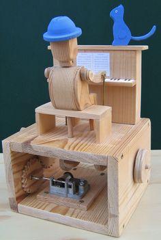 Automata Kočičí blues Toto automata je vyrobeno ze smrkového a bukového dřeva, ručně malováno barvami Marabu. Je zde také hrací strojek. Je možné si objednat svoje osobní automata na zakázku. Zde je odkaz na krátké video: http://youtu.be/j_DFG7FNZ7E