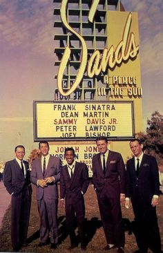 The Rat Pack standing in front of the Sands Hotel in Las Vegas: Frank Sinatra, Dean Martin, Sammy Davis Jr., Peter Lawford and Joey Bishop, 📷 🏨 Sammy Davis Jr, Dean Martin, Martin Movie, James Dean, The Rat Pack, Joey Bishop, Las Vegas, Mafia, Franck Sinatra