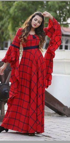 Fashion Club: vestido vermelho 💕💕💕 - dress patterns&fashion tips - Gowns Designer Party Wear Dresses, Kurti Designs Party Wear, Indian Designer Outfits, Indian Outfits, Stylish Dress Designs, Stylish Dresses, Casual Dresses, Fashion Dresses, Modest Fashion