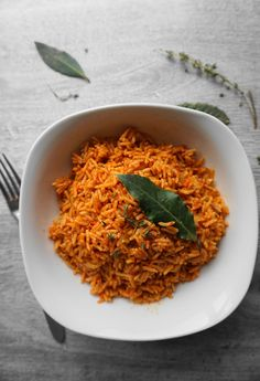 Nigerian or Ghanaian Jollof. Who's is better? This month I choose Ghanaian Jollof 😜 Check out the re Rice Recipes, Gourmet Recipes, Dinner Recipes, Cooking Recipes, Ghanaian Food, Nigerian Food, Jollof Rice Nigerian, Jollof Rice Recipe Ghana, Riz Jollof