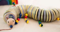 Make a funny worm from the lids … - Spielzeug Baby Crafts, Diy And Crafts, Diy For Kids, Crafts For Kids, Sensory Boxes, Vide, Infant Activities, Diy Toys, Toys For Girls