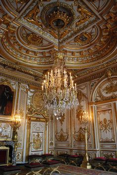 thestandrewknot:  eosclio:  Château de Fontainebleau on Flickr.   The Throne Room at the Château de Fontainebleau (by clioeos).