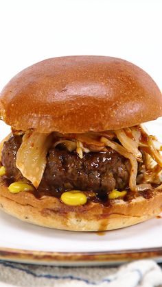 Epic BBQ burger with delicious Korean flavours! Slaw Recipes, Sauce Recipes, Beef Recipes, Cooking Recipes, Bbq Burger, Burger And Fries, Burgers, Korean Bbq, Korean Food