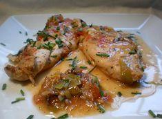 Palometa al horno con salsa de sidra. Un pescado azul sabroso que combinamos con ajos y pimientos. La palometa es rica en vitamina B12 y fósforo