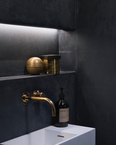 "346 Synes godt om, 8 kommentarer – KABE Copenhagen (@kabecopenhagen) på Instagram: ""In love with this Deep Blue bathroom designed by @baks_arkitekter #kabecopenhagen #deepblue…"""