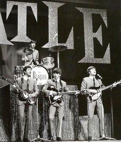 Ringo Starr, Paul McCartney, George Harrison and John Lennon. Ringo Starr, George Harrison, Paul Mccartney, John Lennon, Liverpool, Great Bands, Cool Bands, The Beatles Live, Richard Starkey