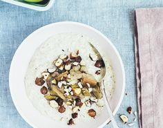 Morgenmad med lækker, mættende morgengrød. Vanilje, hasselnødder og æblekompot sikrer knas, sødme og syrlighed. En sikker vinder, når du vil forkæle dig selv