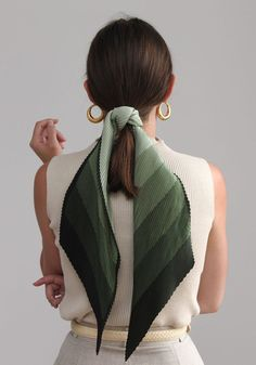4 Chic Ways To Wear A Hair Scarf This Summer ponytail hairstyles Source […] The post 4 Chic Ways To Wear A Hair Scarf This Summer appeared first on How To Be Trendy. Second Day Hairstyles, Summer Hairstyles, Formal Hairstyles, My Hairstyle, Ponytail Hairstyles, Hairstyles With Ribbon, Scarf Hairstyles Short, Bangs Ponytail, Pulled Back Hairstyles
