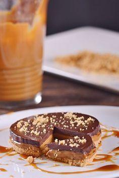 Τάρτα με καραμελωμένο γάλα και σοκολάτα Sweet Desserts, Sweet Recipes, Desert Recipes, Cravings, Sweet Tooth, Deserts, Food And Drink, Yummy Food, Sweets