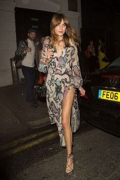 Alexa Chung Photos - Alexa Chung shows off her slim pins in a slit maxi dress as she leaves Nick Grimshaw's birthday party held at Shoreditch House. - Alexa Chung Enjoys a Night Out Alexa Chung Style, Alexa Chung Hair, Cooler Style, Trendy Fashion, Womens Fashion, Trendy Style, Club Fashion, Fashion Clothes, Mode Boho