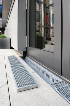 Stable drainage channel in the entrance area - Our drainage systems are easy to overhaul. Landscape Drainage, Yard Drainage, Patio Design, Exterior Design, Drainage Solutions, Sliding Door Track, Floor Drains, Patio Interior, House Extensions