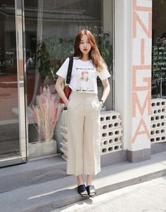 Preppy Girls vs Urban Baddies young women fashion trends for 2018 and 2019 Korean Fashion Trends, Korean Street Fashion, Korea Fashion, Asian Fashion, Korean Fashion Summer Casual, Fashion Moda, Cute Fashion, Fashion Outfits, Womens Fashion