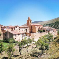 #meteovacaciones Mirad el cielo que mostraba hoy la vecina comarca del Maestrazgo de Teruel. Azul ninguna nube. Desde Mirambel. by meteovision.es
