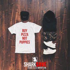 Camiseta Buy Pizza Not Puppies. Disponível em várias cores e modelos no nosso site. Produtos com o selo #SHARKSAVE ajudam cães, gatos e abrigos por todo o Brasil!