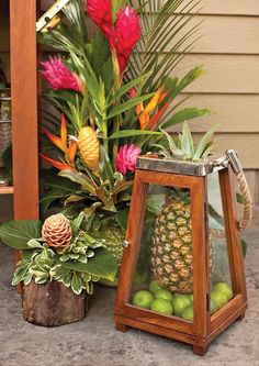 OH my GOSH!  I love the pineapple and limes in the lantern.  Fabulous!
