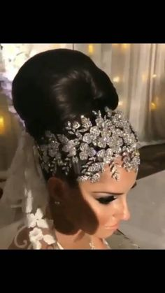 FREE WORLDWIDE SHIPPING Finish off your bridal attire with this luxurious Crystal bridal tiara and earrings. This Tiara will look fabulous with an Bridal Hair Vine, Bridal Crown, Bridal Tiara, Bridal Headpieces, Black Wedding Hairstyles, Bride Hairstyles, Updo Hairstyle, Wedding Headdress, Indian Wedding Jewelry