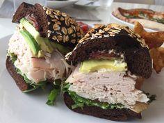 Vollkorn-Sandwich mit Putenaufschnitt und Avocado| http://eatsmarter.de/rezepte/vollkorn-sandwich-mit-putenaufschnitt-und-avocado