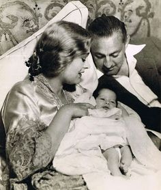 John Barrymore with his third wife Dolores Costello and their son John Barrymore Jr. Golden Age Of Hollywood, Hollywood Stars, Old Hollywood, Hollywood Icons, Hollywood Actresses, Classic Hollywood, John Drew Barrymore, Freddie Bartholomew, Barrymore Family