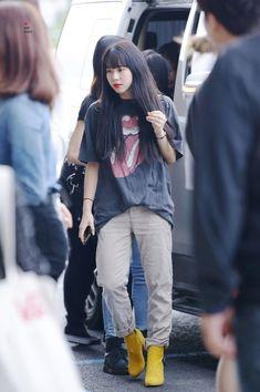 Airport Fashion Kpop, Kpop Fashion Outfits, Fashion Pants, Girl Fashion, Nayeon, Twice Chaeyoung, Kpop Mode, Dahyun, Extended Play