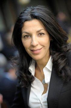 Soumia Malinbaum, une entrepreneure engagée utilise son image pour assurer la diversité dans le monde du numérique.