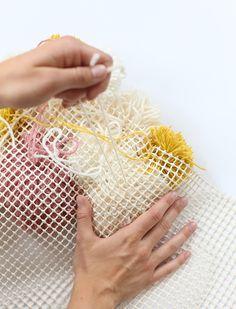 Colorful DIY Pom-Pom Rug and Another Creative Projects Diy Pom Pom Rug, Pom Pom Crafts, Pom Poms, Yarn Crafts, Diy And Crafts, Arts And Crafts, Diy Tapis, Diy Carpet, Easy Diy