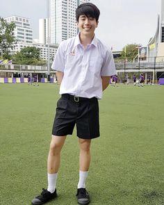 ใส่ชุดนักเรียนยังไงให้ดูดี ไม่ผิดกฎโรงเรียน Young Boys Fashion, Boy Fashion, Human Poses, Girls Uniforms, School Uniform, Shirt Shop, Cute Guys, Men Casual, Teen