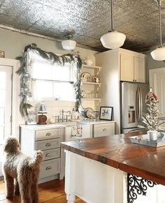 Tin ceiling & island ❤️❤️❤️ - Ideas for our new kitchen - Home Country Kitchen, New Kitchen, Kitchen Decor, Kitchen Design, Kitchen Small, Kitchen Ideas, Island Kitchen, Kitchen Sink, Tin Ceiling Kitchen