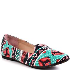 adorable tribal like loafers, would be so cute for adventures in the summer time