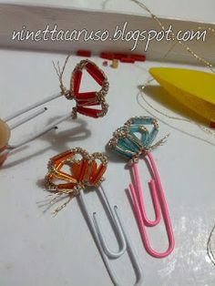 Chiacchierino facilissimo: who needs a paperclip? Paperclip Crafts, Nice Comments, Crazy Mom, Tatting Lace, Tatting Patterns, Bugle Beads, Bobbin Lace, New Hobbies, Butterflies