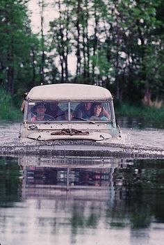 This is not really an Amphicar…it's wheels are touching the bottom….and it k… – offroad Landrover Defender, Landrover Serie, Land Defender, Land Rovers, Offroad, Land Rover Series 3, Off Roaders, Best 4x4, Cars Land