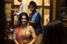 You've already seen how gorgeous our red carpet brides have been looking in impeccable jewellery and pretty outfits lately. And to take the traditional up and onwards, we now have our final WMG Red Ca. Manubhai Jewellers, Temple Jewellery, Pretty Outfits, Red Carpet, That Look, Sari, Jewels, Model, How To Wear