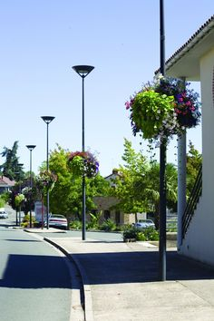 how does the modern flower basket for city lamps Atech work? Flower Basket, Flower Boxes, Flowers, Hanging Planters, Hanging Baskets, Urban Furniture, Lanterns, Cities, Sidewalk