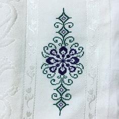 Cross Stitch Designs, Cross Stitch Patterns, Terrarium Diy, Bargello, Embroidery Stitches, Miniatures, Cross Stitch Alphabet, Cross Stitch Embroidery, Throw Pillows