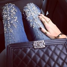 embellished jeans an chanel boy bag Stretch Jeans, Bling Bling, Denim And Diamonds, Estilo Denim, Denim Fashion, Womens Fashion, Embellished Jeans, Jeans Rock, Mode Inspiration