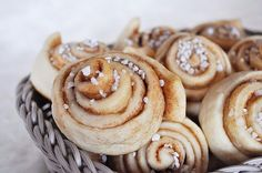 Swedish Cinnamon Rolls (Kanelbullar) - Food Recipes Home - Cake recipes - Rezepte Baking Recipes, Snack Recipes, Dessert Recipes, Snacks, Cake Roll Recipes, One Pan Dinner, Tasty, Yummy Food, Food Cakes