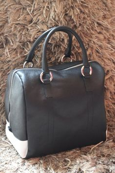 a6d69d4a943 New at home  customied  leather  handbag www.matteabags.com. bolso