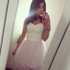 Gorgeaus prinses tulle dress light pink tulle skirt and white ecru eco-leather gorset.