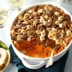 Coconut-Bourbon Sweet Potatoes and 29 more Thanksgiving potluck recipes Source by barbwritesedits Bourbon Sweet Potatoes, Sweet Potato Pecan, Sweet Potato Casserole, Sweet Potato Recipes, Baked Potato, Southern Thanksgiving Recipes, Thanksgiving Potluck, Holiday Recipes, Thanksgiving Stuffing