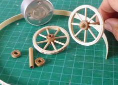 Risultati immagini per Carros y Carretas para el Belen Minis, Wooden Wheel, Dollhouse Tutorials, Fairy Garden Accessories, Miniature Crafts, Miniature Furniture, Wood Toys, Miniture Things, Dollhouse Miniatures