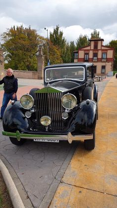 Cars Vintage, Retro Cars, Antique Cars, Rolls Royce Logo, Rolls Royce Cars, Classic Rolls Royce, Vintage Rolls Royce, Classic Cars British, Old Classic Cars