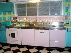Loriu0027s Pink, Blue And Yellow Retro Kitchen: A Whole Lot Of Lovinu0027 Fun