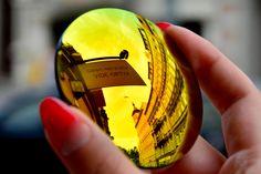 Transitions  Flash to Mirror. Piękne soczewki, białe w pomieszczeniach, zaciemniające się za szybą samochodu. Specjalny rabat na: http://www.vide-optyk.pl/wroclaw-promocje.html