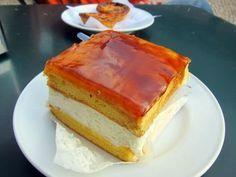 Necesitamos      Imagen: eatingtheworld.wordpress.com    - Para el pastel   3 huevos  75 gramos de azúcar  75 gramos de harina de repostería...