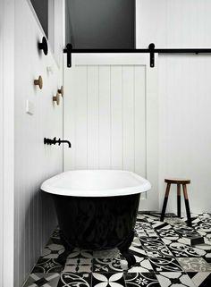 El blanco y el negro siempre combinan bien en decoración