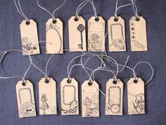 Lot x12 étiquettes retro / vintage sur le thème 'Alice au pays des Merveilles'. Chaque étiquettes possèdent un verso.   Etiquette papier couleur caramel 210 gr/m², NOUVEAU - 3621567                                                                                                                                                     Plus