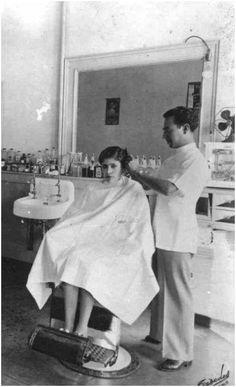 Short Hair Cuts For Women, Long Hair Cuts, Long Hair Styles, Bald Girl, Beauty Salons, Barber Chair, Cut My Hair, Barbershop, Vintage Beauty
