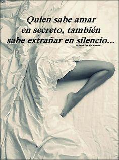 Y en mis silencios te extraño.