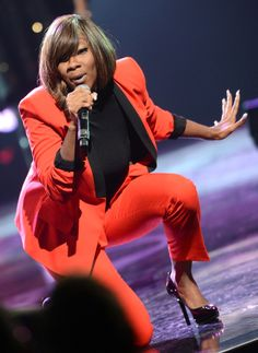 Le'Andria Johnson this anointed vessel of God blesses my spirit and soul every time I hear/watch her!  A true GIFT!!!!!!!!