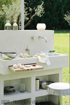 """Check out our internet site for additional information on """"outdoor kitchen designs layout patio"""". It is actually an exceptional place to find out more. Backyard Kitchen, Summer Kitchen, Outdoor Kitchen Design, Outdoor Kitchens, Indoor Garden, Outdoor Gardens, Design Grill, Kitchen Layout, Patio Layout"""