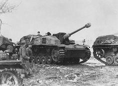 WWII B&W Photo German StuG & Troops Russia WW2 /4057